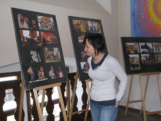 Festival studentského divadla podporuje i výstava vjihlavské knihovně.