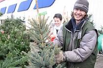 Zájem o vánoční stromky o víkendu vzrostl.