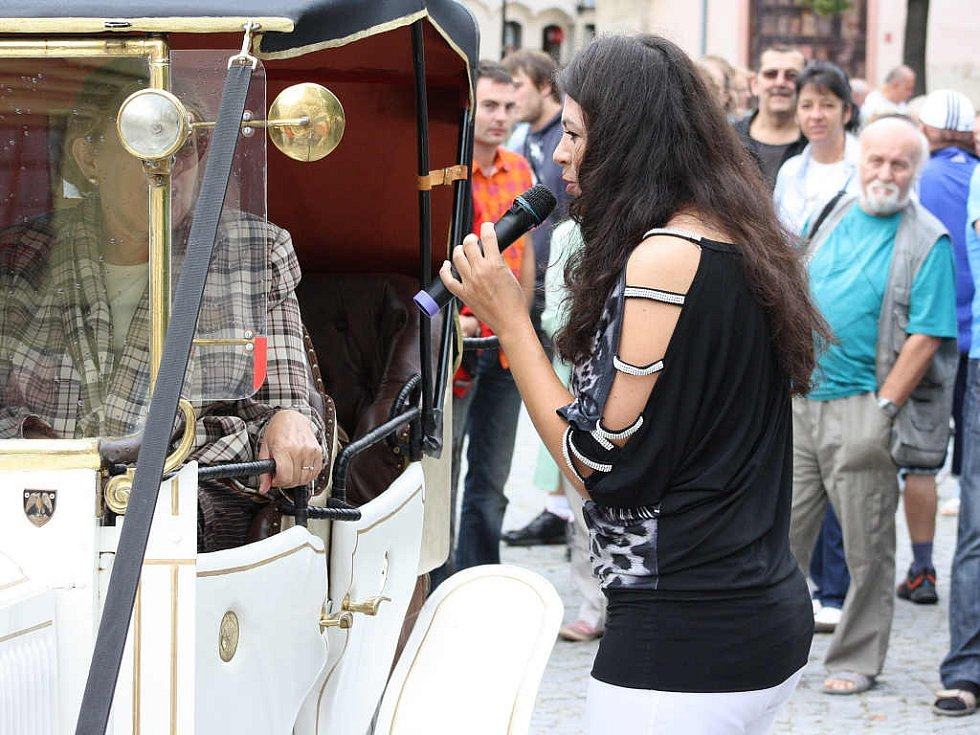 V sobotu dopoledne lákaly lidi do centra Jihlavy historické automobily a motocykly.