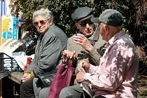 Na Jihlavsku se v těchto dnech vyskytly další případy okradených seniorů. Podvodníci jsou natolik drzí, že se vetřou ke starým lidem až do bytu a tam je připraví o nemalé úspory.