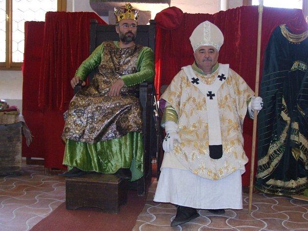 Císař a král Karel IV. zavítal do gotické síně jihlavské radnice.