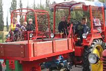 Vystavené traktory lákaly zejména děti.