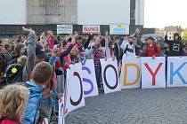 V Jihlavě začala kampaň, která má za cíl omezit počet aut pohybujících se každé ráno u škol.