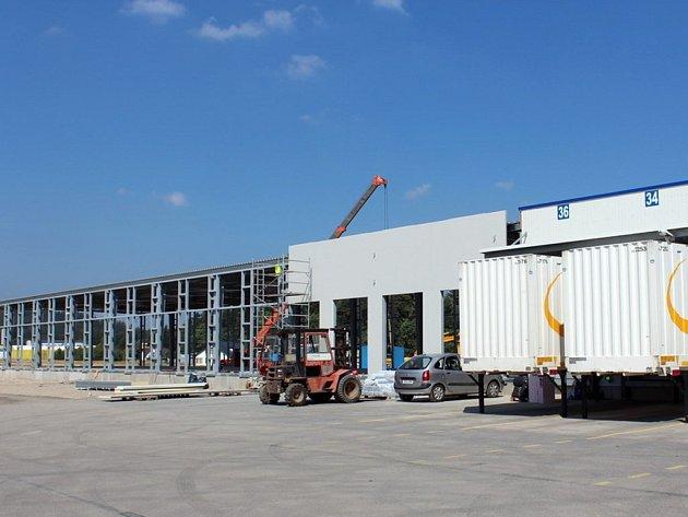 Firma PSJ rozšiřuje výrobní halu GLS v Jihlavě.