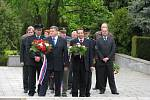 Ve čtvrtek si na jihlavském ústředním hřbitově pamětníci, zástupci města a kraje i žáci a veřejnost připomenuli den vítězství nad fašismem.