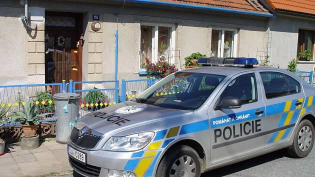 Foto z Koněšína. Dům, kde byli nalezeni mrtví důchodci.