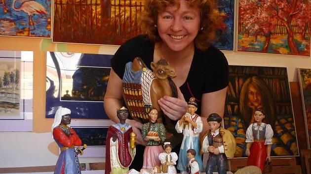Magdalena Křenková ze Staré Říše navrátila původní krásu starému betlému po strýci Metodějovi Florianovi.