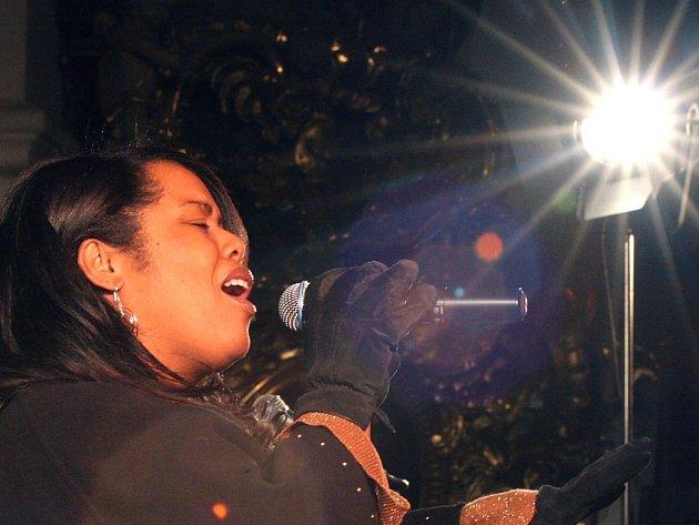 Soubor The Spirit of New Orleans v čele se zpěvačkou Lillian Boutte, která je známá jako hudební posel, vystoupil o víkendu v chrámu svatého Ignáce v Jihlavě na tradičním Adventním gospelovém koncertě.