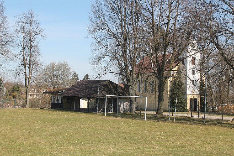Fotbalové hriště v Puklicích čeká rekonstrukce.
