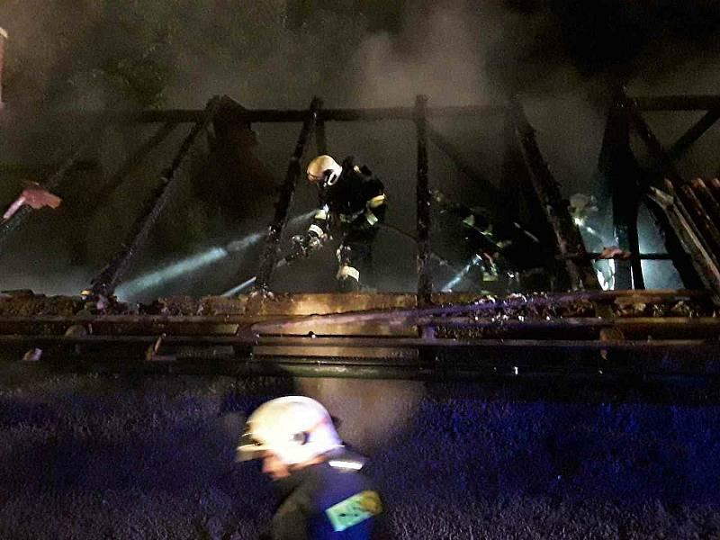 Požáru rodinného domu v Želivě.
