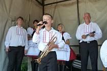 Nejmladší. Na pouťové dechovce v Brtnici byl nejmladším členem kapely Stříbrňanka jedenáctiletý Matyáš.