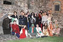 Skupina Novus Origo provází polenským hradem s pomocí pověstí, které každý rok obměňuje. Na závěr se lidé mohou těšit na ohňovou šou.