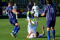 Pohárové utkání Stará Říše - FC Vysočina se hraje na den přesně po pěti letech. V tehdejším utkání domácí (v modrém) favorita dlouho trápili, Jihlavané rozhodli o postupu až sedm minut před koncem.
