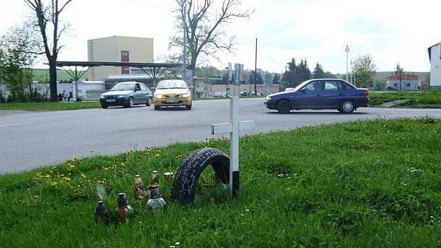 K tragické nehodě došlo loni v březnu na této křižovatce mezi ulicemi Žižkova a Rantířovská. Řidič octavie, který srazil motorkáře, byl teprve nyní zproštěn obžaloby.