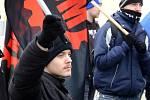 Zhruba osmdesát členů Dělnické mládeže, organizace spjaté s krajněpravicovou Dělnickou stranou sociální spravedlnosti, pochodovalo v sobotu odpoledne ulicemi Jihlavy.