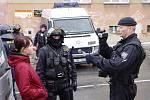 Zatímco účastníky pochodu Dělnické mládeže nechala policie být, antifašisté byli legitimováni.