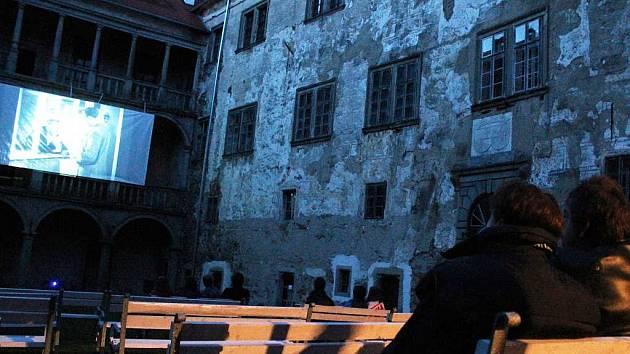 Promítání na brtnickém zámku má za sebou premiéru.