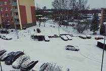 Sníh na třebíčském sídlišti Za Rybníkem v Borovině.