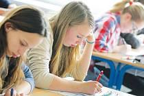 Denní formu středoškolského typu studia poskytuje na Vysočině šedesát středních škol. V 886 třídách v letošním školním roce studuje 20 475 žáků. Ilustrační foto.