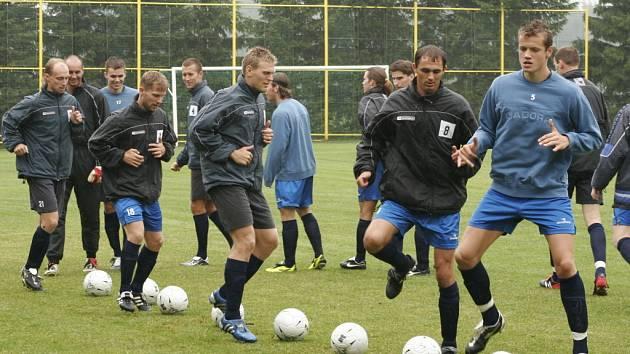 Tomáš Kaplan (třetí zleva)