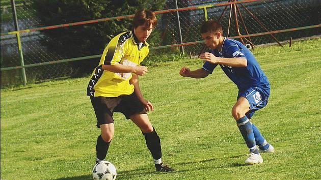 Tři přípravné zápasy - tolik utkání ještě odehrají fotbalisté Luk (vpravo) před startem soutěže.
