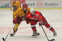 Obránce Dukly Jihlava a slovinský reprezentant Matic Podlipnik (s číslem 14) letos dosáhl ve svých jedenadvaceti letech na první vrchol své kariéry. V zimě se zúčastnil zimních olympijských her v Soči.