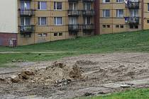 V Jarní ulici v Horním Kosově ze dne na den zmizelo dětské hřiště.