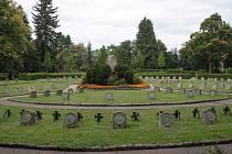Pohřebiště s oběťmi první světové války na ústředním hřbitově v Jihlavě se dočká opravy.