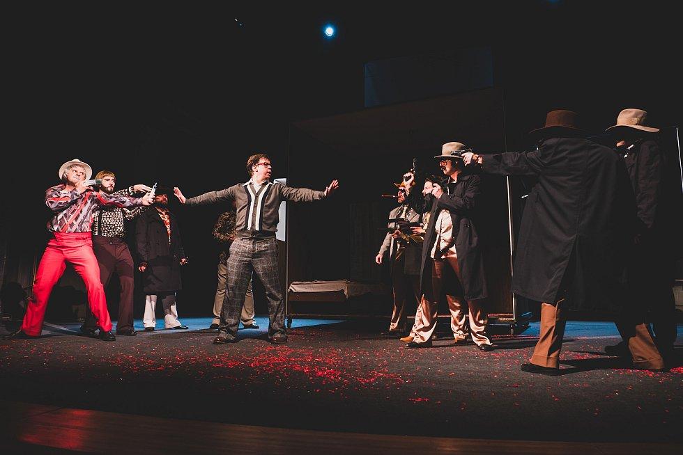 Horácké divadlo Jihlava uvádí 3. dubna 2021 novou premiéru hry Čtyři vraždy stačí, drahoušku!