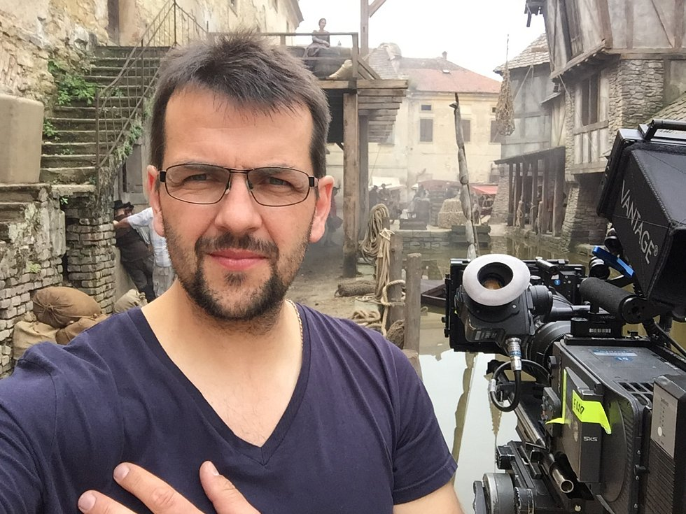 Tomáš Drdácký z Telče se stal známým kameramanem. Spolupracoval na celé řadě českých i zahraničních filmů a seriálů.