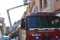 V pondělí 10. dubna odpoledne hořelo v bytě v Husově ulici v Jihlavě. Kromě bytu chytla také střešní konstrukce. Jedna osoba byla při požáru zraněná. Škoda byla vyčíslena na 900 tisíc korun.