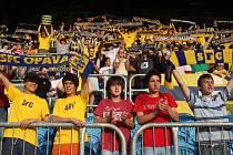 Heja, Opava. Takhle slavili fanoušci Opavy výhru nad Hlučínem v minulém kole (4:0). Zhruba tři stovky příznivců SFC přijedou podpořit svůj tým do Jihlavy. Slezský klub stejně jako FC Vysočina vyznává žlutomodré barvy.
