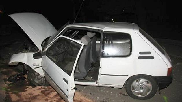 Opilý šofér bez řidičáku havaroval u Batelova.