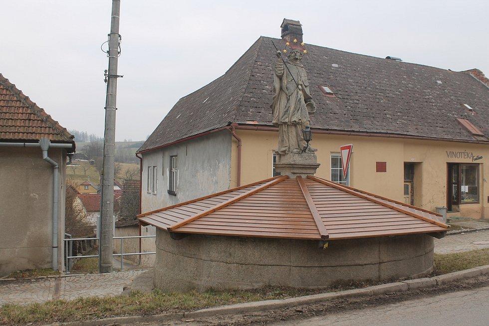 V centru Kamenice jsou dvě kašny, v zimě jsou však zakryté.