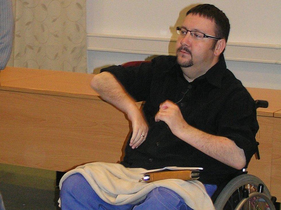 Jan Boštík je už devatenáct let na vozíku. O svých zážitcích na prahu smrti se nebojí mluvit veřejně.
