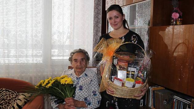 Primátorka Karolína Koubová popřála Heleně Kyralové ke 104. narozeninám.