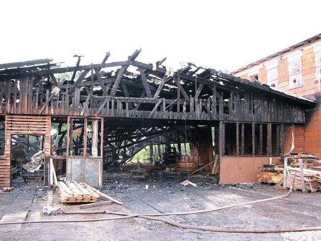 Vyhořelá pila v Kněžicích
