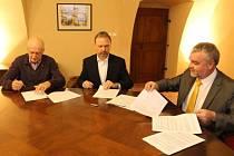 Podepsáno. Kupní smlouvu podepsali zástupci obou stran uprostřed tohoto týdne.