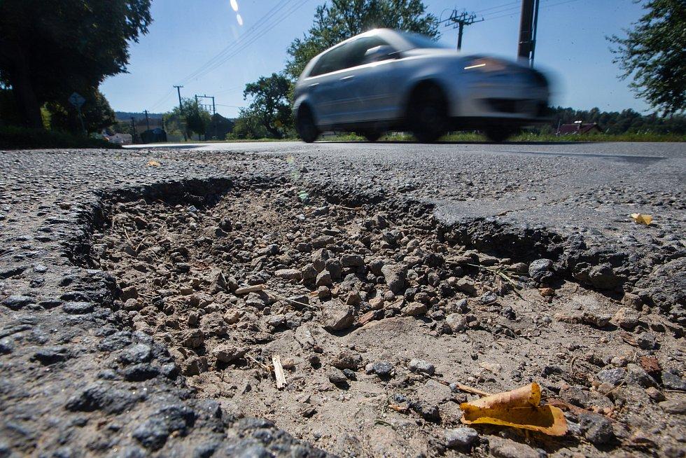 Díry na silnicích budou minulostí. Silničáři na Vysočině začnou s opravami