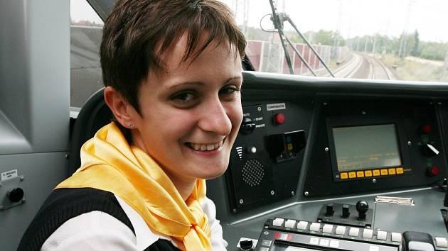 Žďárská rychlobruslařka Martina Sáblíková si v uplynulých dnech nejprve vyzkoušela rychlou jízdu Pendolinem, poté si v nejrychlejším čase dojela pro další titul v in–line maratonu.