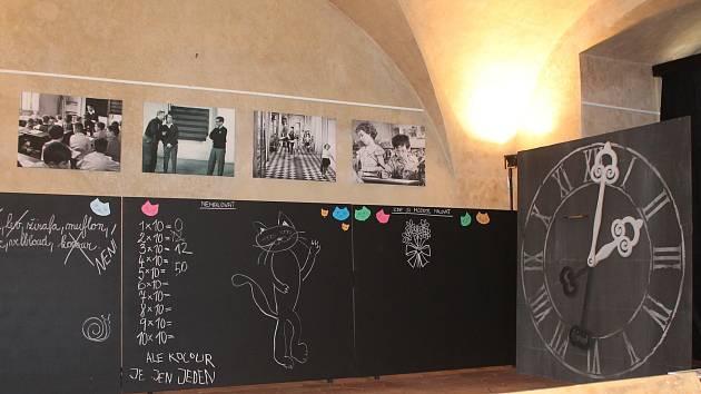 Výstava originálních kostýmů a rekvizit z české pohádky pro dospělé od režiséra Vojtěch Jasného, který se natáčel v Telči.