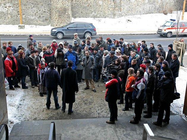 Minulou sobotu se přímo na místě, kde Jiří Simon spáchal sebevraždu, sešlo kolem 150 lidí. Muž měl výhrady ke stavbě jihlavského City Parku.