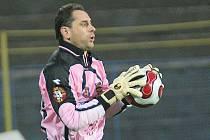 Brankář Libor Macháček je ve svých sedmatřiceti letech největší hvězdou tápajícího jihlavského týmu. Vysočina může mít po jeho odchodu problémy.