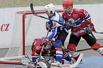 Jihlavští hokejbalisté se mohli v Karviné radovat ze šesti vstřelených gólů do sítě KOVO Praha. Mnohem více je těšil ale fakt postupu do extraligy.