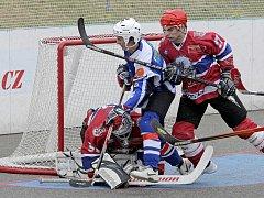 Jihlavští hokejbalisté jedou do Karviné bojovat o každičký centimetr hrací plochy. Povede se výběru SK Toptrans vybojovat extraligu? Moudřejší budeme po víkendu.