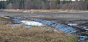 Vypuštěný Velký Pařezitý rybník -  jedna z hrázek.