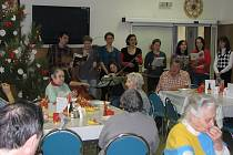 Už od rána slavili Štědrý den klienti i zaměstnanci jihlavského domova pro seniory.
