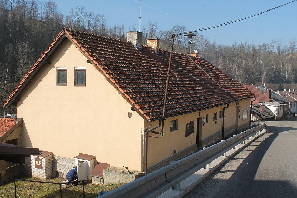 Obecní úřad má sídlo uprostřed Malého Beranova.