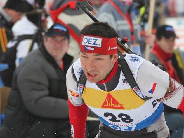 Tomáš Holubec se nevešel do konečné nominace na mistrovství světa ve Švédském Östersundu, které začíná v sobotu. Na oplátku má jistotu, že se představí v Novém Městě na evropském šampionátu.