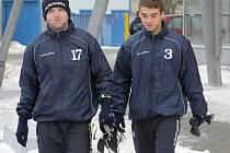 Fotbalistům jihlavské juniorky (zleva František Kříž a Pavel Benda) začala včerejším dnem zimní příprava.